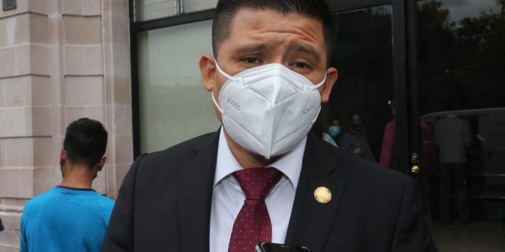Acusa Guzmán descortesía del Ejecutivo y Judicial recientemente