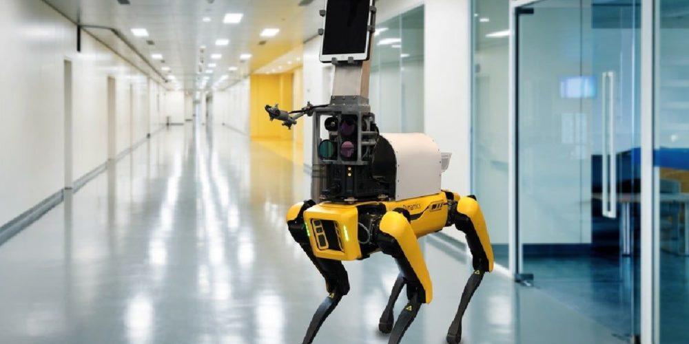 Usan robot para monitorear a pacientes con Covid-19