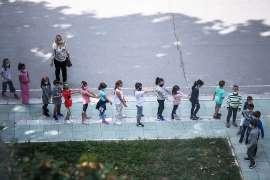Millones de niños en Europa regresan a la escuela