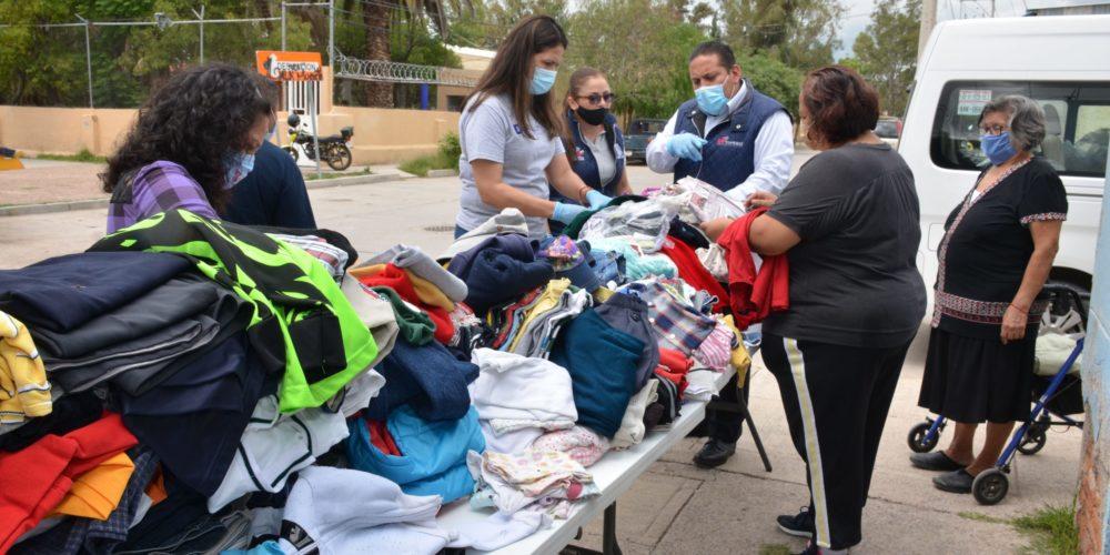 Entregan ropa a sectores vulnerables en Aguascalientes