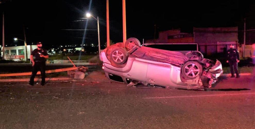 Veloz conductor sale herido tras volcar su vehículo en el Guadalupe Peralta