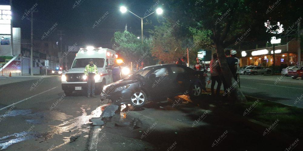 Destrozó el coche de su mamá al chocar contra un árbol en La España