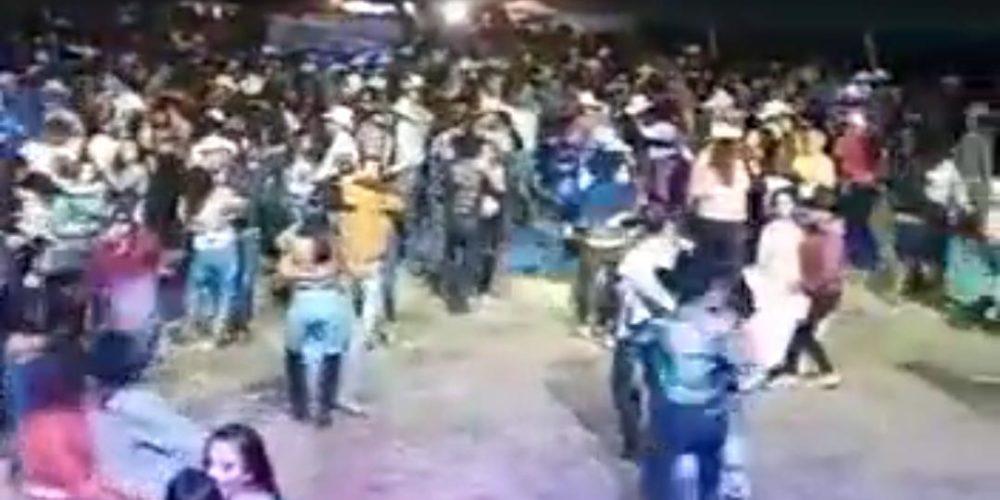 Realizan fiesta masiva de XV años en Aguascalientes