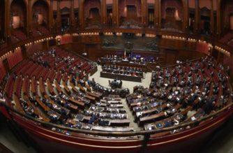 Italia aprueba recorte de diputados y senadores; ahorrará hasta 100 millones de euros al año