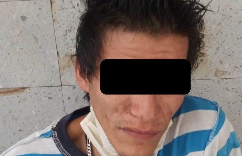 Desquiciado sujeto lesionó a policía cuando iba a ser detenido