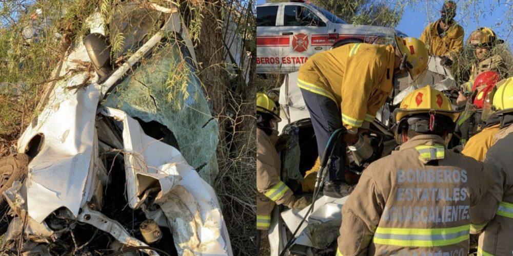 De milagro vive tras estrellarse contra un árbol en Rincón de Romos