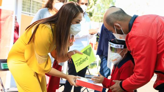 Municipio entrega tablets a estudiantes de comunidades rurales