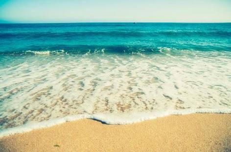 Científicos hallan rastros de COVID-19 en muestras de agua de playa