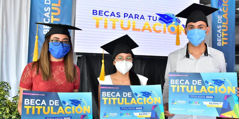 Entregan más de 3 mil 500 becas de titulación a jóvenes de Aguascalientes
