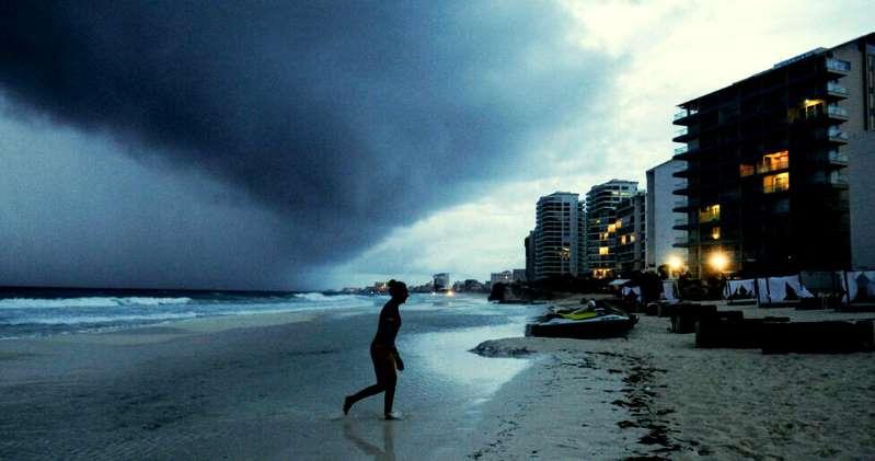 """El caribe mexicano en alerta roja por arribo de la tormenta tropical  """"Zeta"""""""
