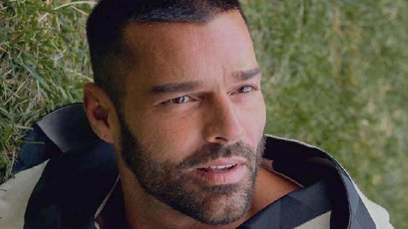 Revelan el primer noviazgo de Ricky Martin con otro hombre
