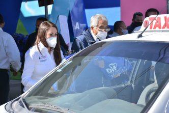Municipio entrega apoyos a taxistas de Aguascalientes
