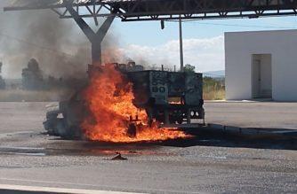 Pánico provocó incendio en camioneta de gasera en Aguascalientes