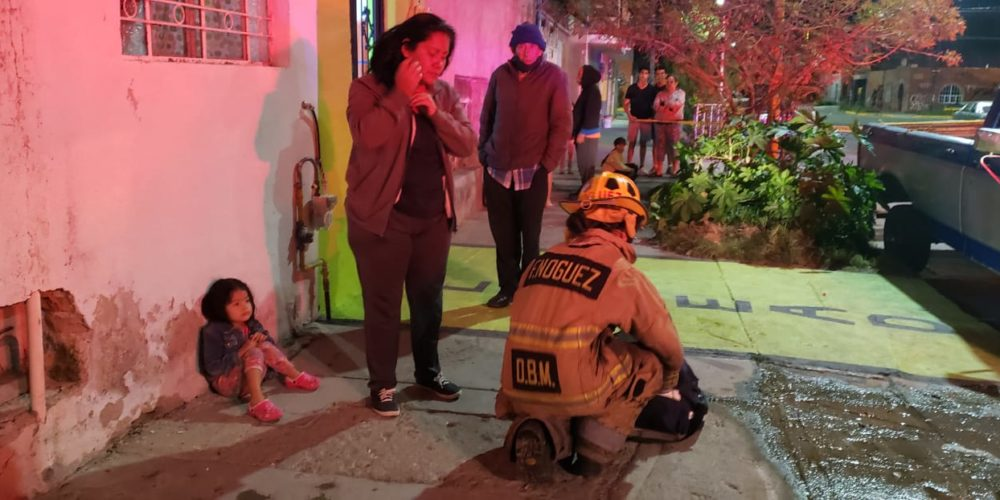 Voraz incendio daña vivienda en la Altavista