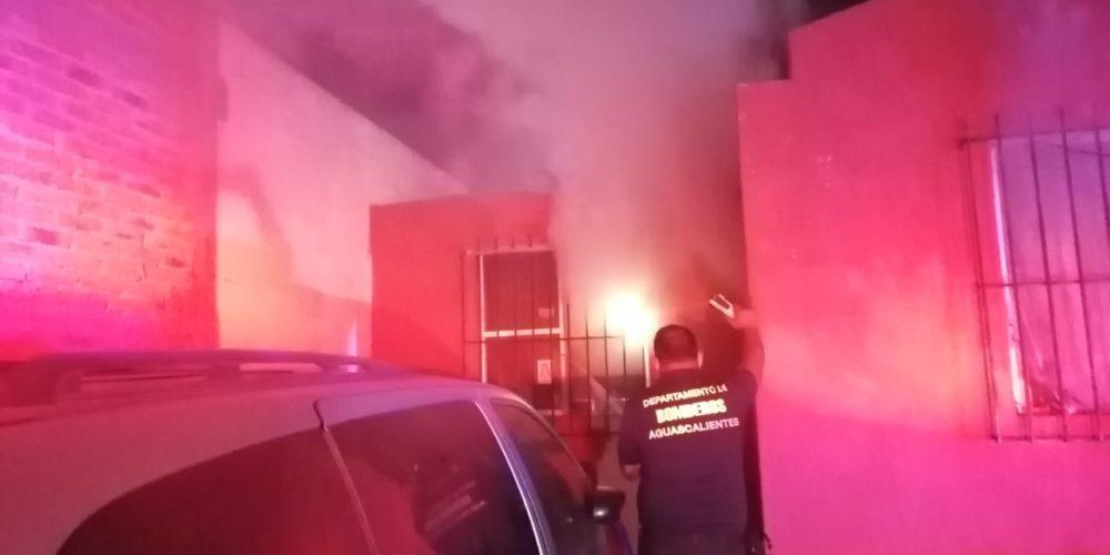 Incendio consume un domicilio en Villa de las Palmas
