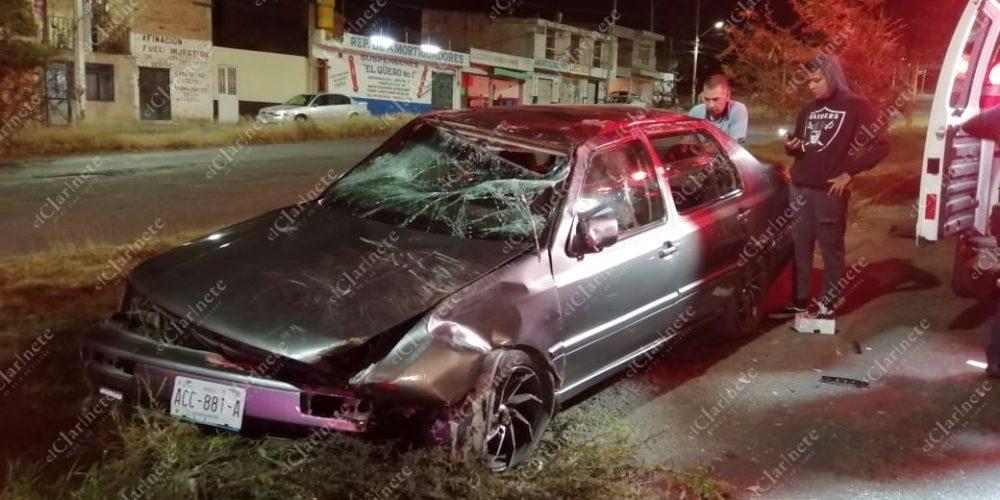 Borracho volcó y destrozó su vehículo en Siglo XXI
