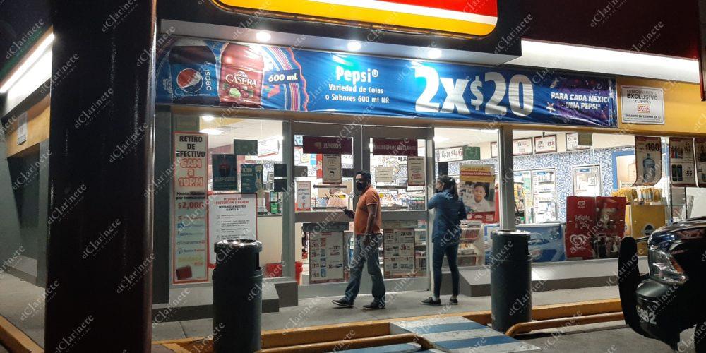 Violento asalto a OXXO de Santa Elena