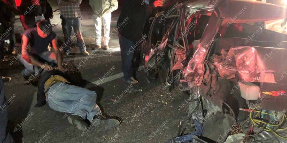 Borracho se le atravesó a un tortón en la 45 norte y provocó un accidente