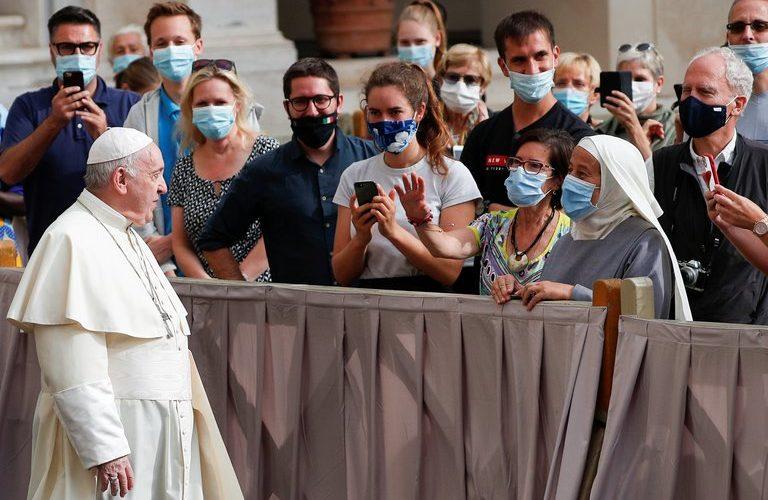 El Vaticano dispuso el uso obligatorio de tapabocas en espacios abiertos