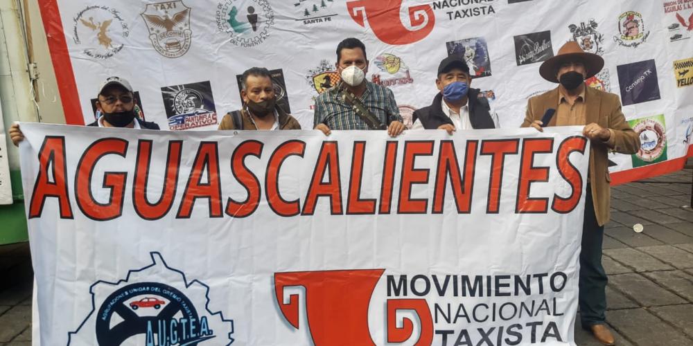 """Taxistas de Aguascalientes se manifiestan en la CDMX contra plataformas y taxis """"piratas"""""""