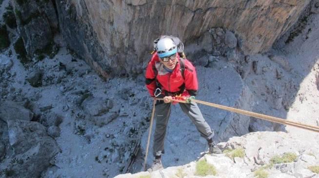 """Hombre se salva de morir en una montaña gracias a una """"miga de pan"""""""