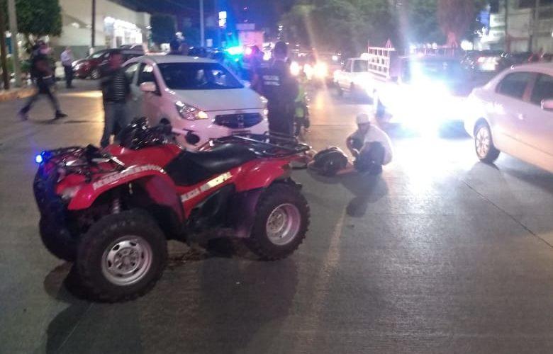Se registra desigual choque entre un vehículo y una motocicleta