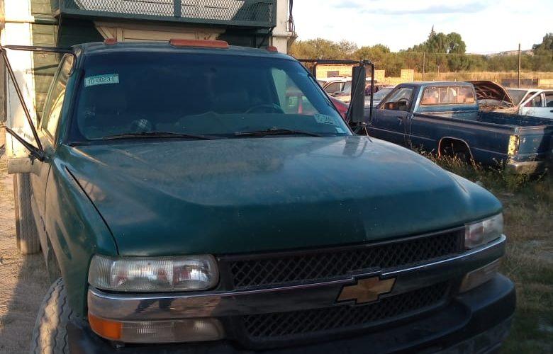 Conducía una camioneta con placas sobrepuestas y fue detenido