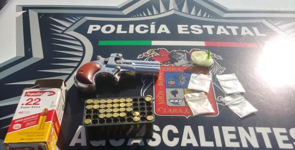 Caen sujetos con droga, una arma y cartuchos útiles
