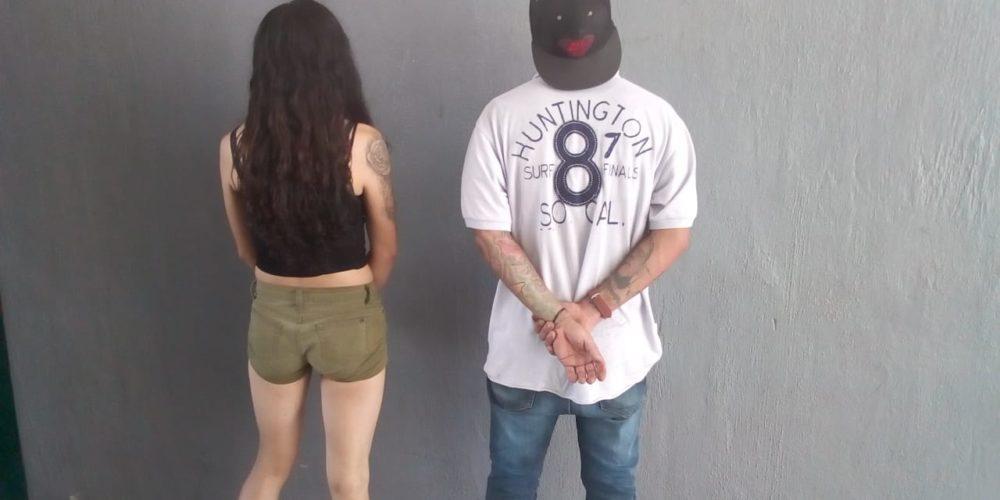 Detienen a pareja con tarjetas bancarias e identificaciones que no pudieron acreditar