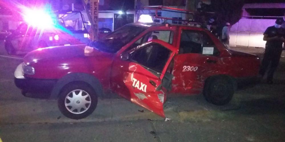 Empleado de Veolia choca a taxista, lo deja herido y escapa
