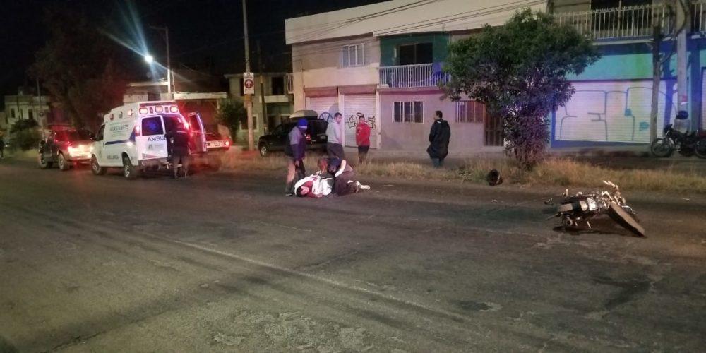 Grave motociclista impactado por un tráiler