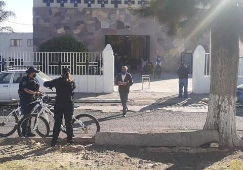 Denuncian celebración de misa sin sana distancia en Pabellón de Arteaga