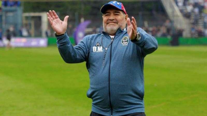 Checa cómo luce Maradona después de operación por un edema craneal
