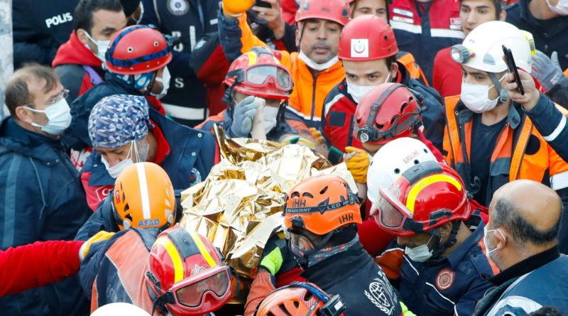 Rescatan a niña de 3 años que estuvo bajo escombros por 3 días en Turquía