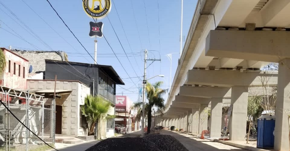 Truenan comerciantes de la zona sur por retraso en obras del paso a desnivel de Las Américas