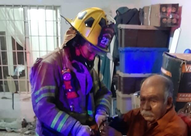 Sofocan incendio en un domicilio del fraccionamiento Fundición