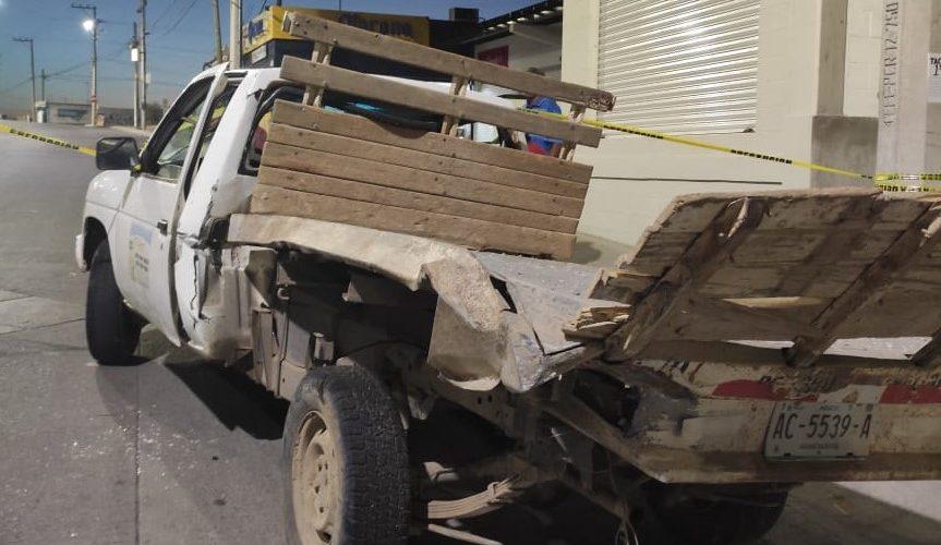 Choque provoca volcadura de una camioneta en VNSA