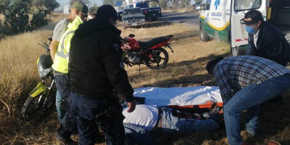 Dejan a dos motociclistas heridos tras choque en Pabellón de Arteaga