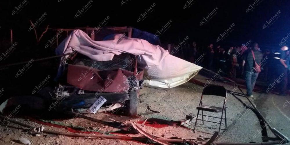 Borracho chocó a un vehículo y terminó contra puesto de tacos en Cañada Honda