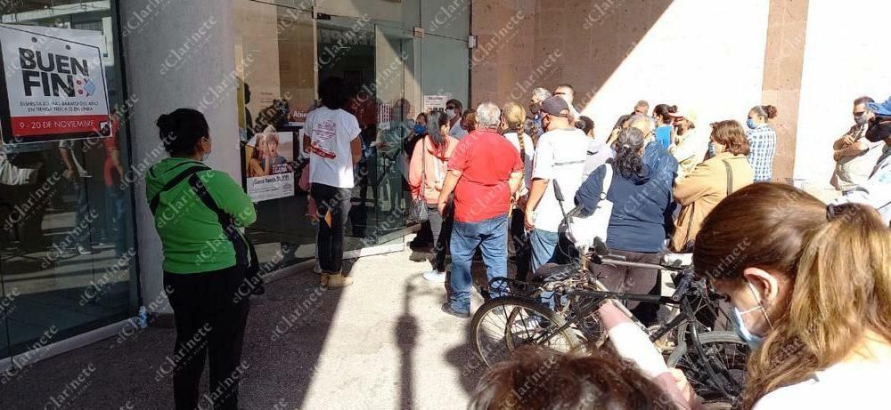 Decenas de ciudadanos acuden a empeñar objetos en Aguascalientes