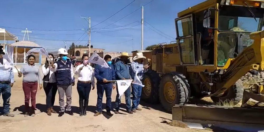 Arranca pavimentación de calles en la cabecera de Rincón de Romos