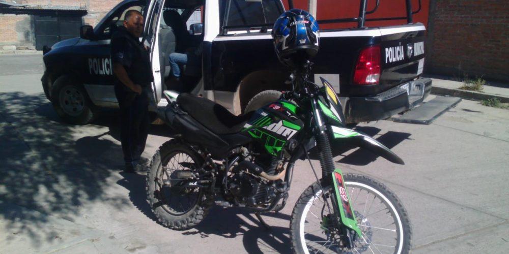 Detienen a Jorge por pasearse en motocicleta robada