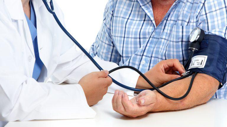 Hipertensos los más proclives al contagio de Covid