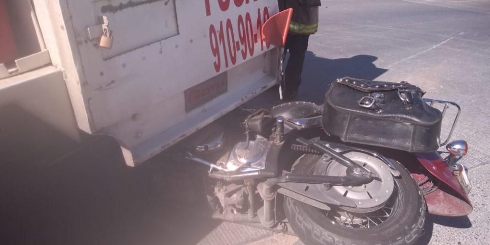 Se registra choque entre pipa de gas  y moto en Prolongación Independencia