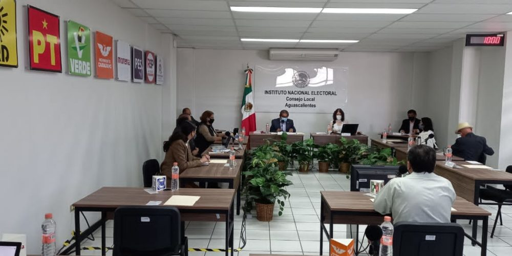 Presume delegado del INE que México le da clases en elecciones a Estados Unidos