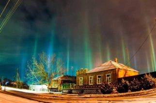"""Aparecen """"pilares de luz"""" en el cielo de Rusia"""