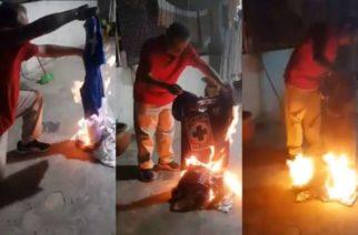 Aficionado de Cruz Azul prende fuego a su colección de 29 playeras