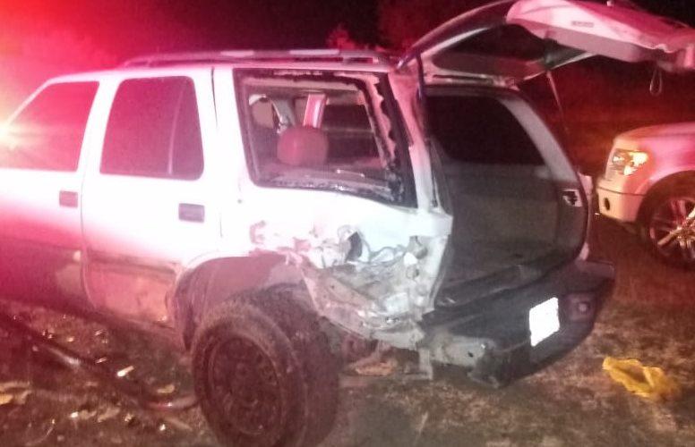 Ebrio conductor choca contra camioneta y una patrulla en Asientos