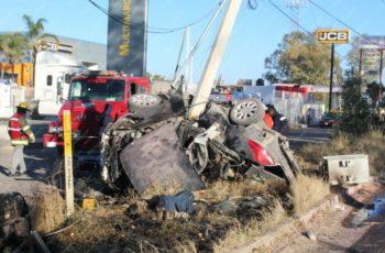 Muere calcinado conductor que volcó frente a la Nissan I