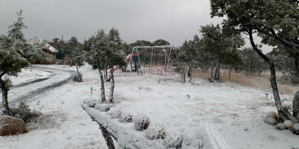 Nieve cubre la Sierra Fría
